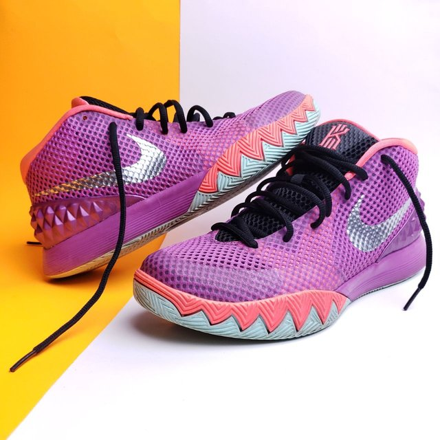 NIKE Kyrie 1 'Easter' 2015 Sneaker Size 9.5(M)