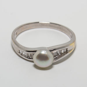18ct White Gold Baroque Pearl & Baguette Diamond Ring