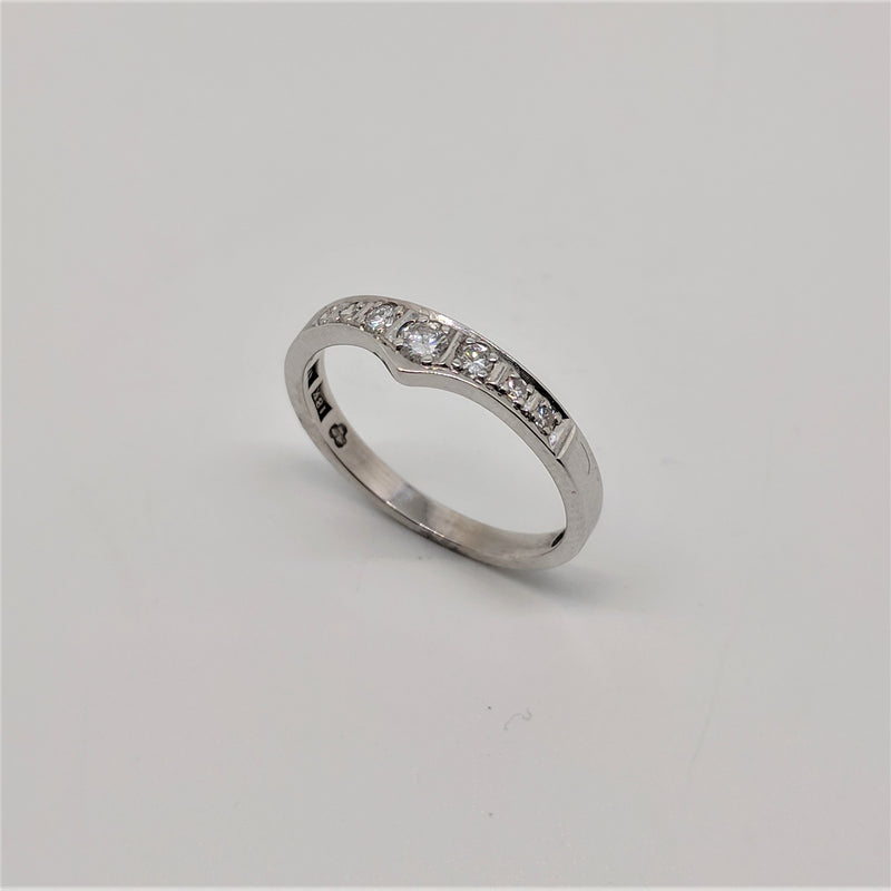 18ct White Gold Graduated Band Diamond Ring