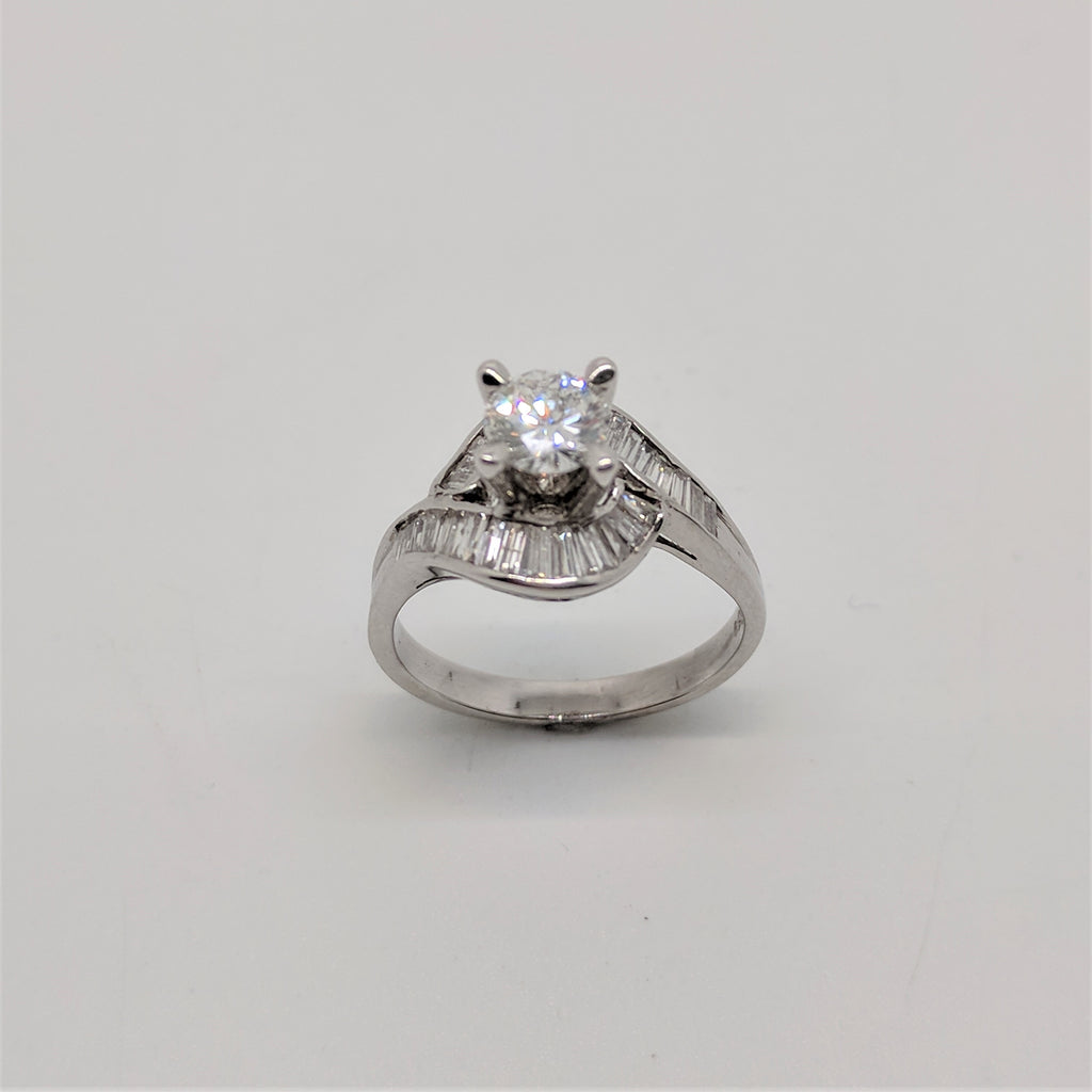 18ct White Gold Sweeping Shoulders Diamond Ring