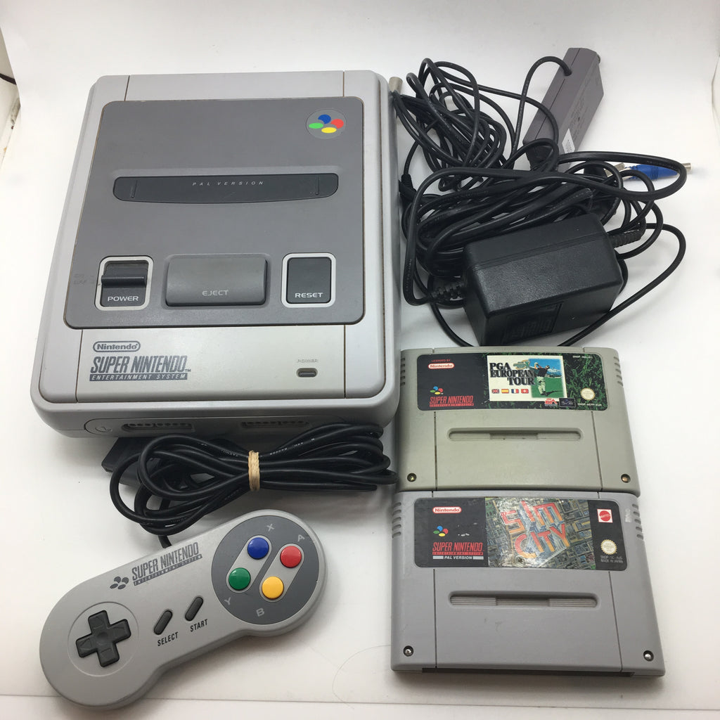 Super Nintendo Entertainment System (SNES) Game Console with two games (PAL)