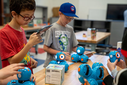 Elementary students using Dash and Dot to spark creativity and encourage hands-on STEM learning