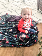 Load image into Gallery viewer, Golden Winter Blanket - The Snuggly Geekling