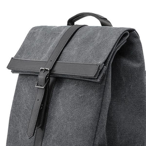backpack with magnetic flap
