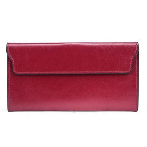Thin leather wallet with magnetic closure for women