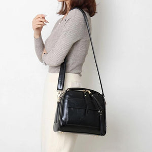Black leather shoulder bag with double pocket compartment