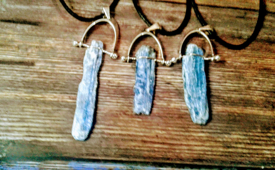 Silver Plated Blue Kyanite Swivel Arch Necklace