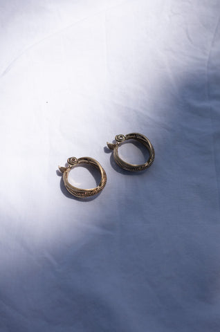GOLD TWISTED HOOP EARRINGS