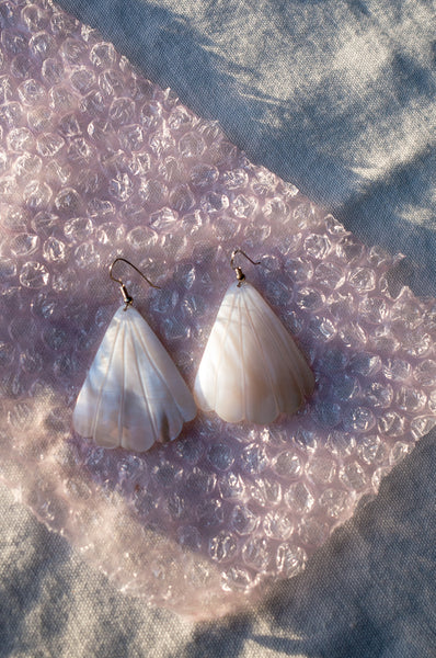 SHELL FAN SHAPE EARRINGS