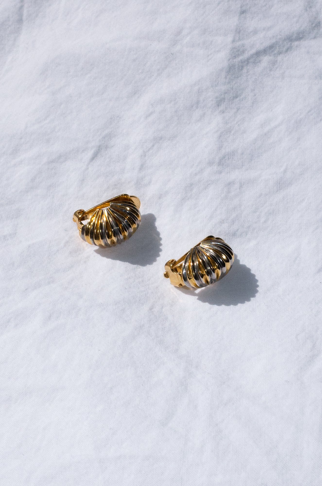 Vintage 1980s gold and silver-tone ridged earrings