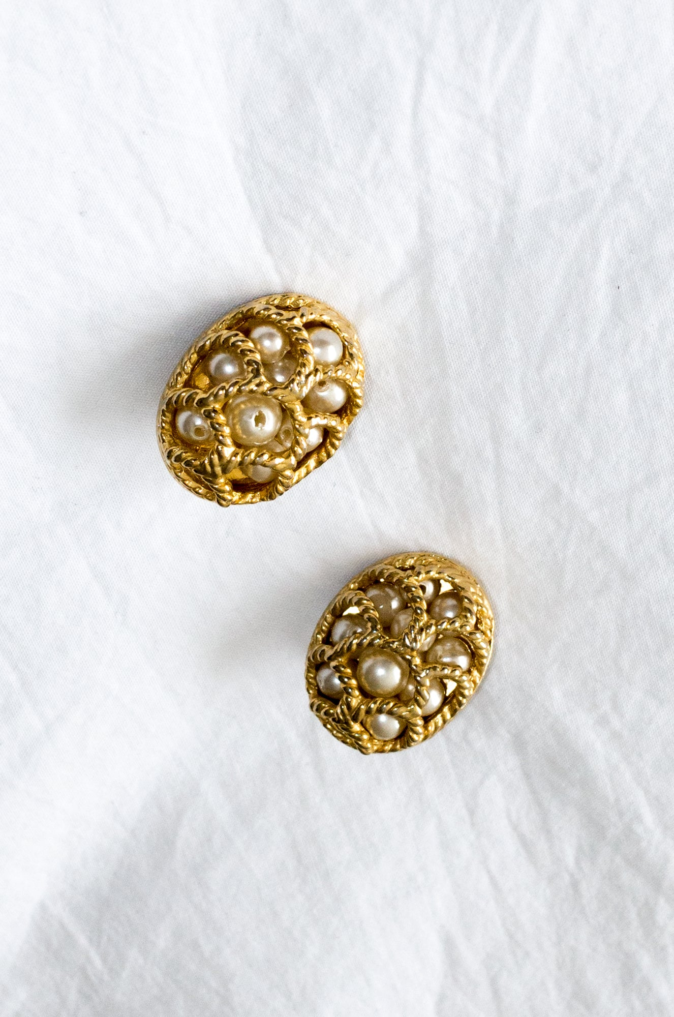 Vintage 1980s gold-tone earrings with plastic pearls