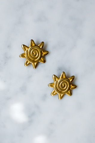 Vintage 1980s sun-shaped matt gold-tone earrings