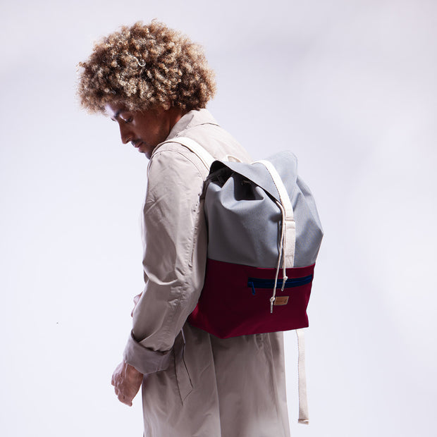 MULINU | Rucksack Wegbegleiter Backpack INDIVIDUAL BERTA | Burgundy Grey front with model studio