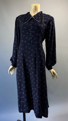 Vintage 1940s style navy and white printed day dress - maternity ? or adjust belt!