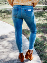 Load image into Gallery viewer, Hidden High Rise Skinny jean