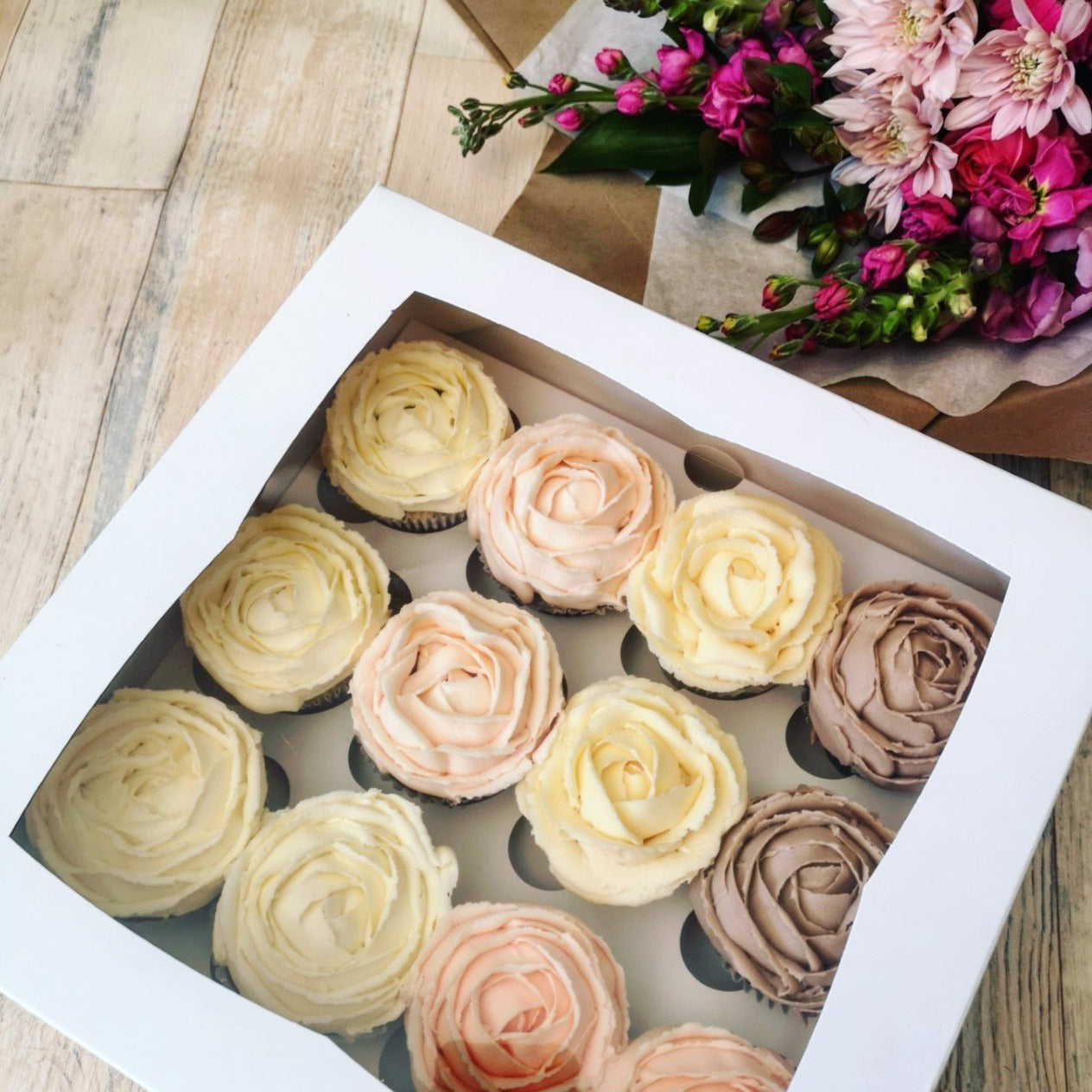 Deluxe Floral & Wildflour Cakery Cupcakes Combo