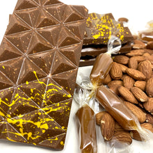 Load image into Gallery viewer, 36% Caramélia Almond Bar - Cocoa40 Inc.