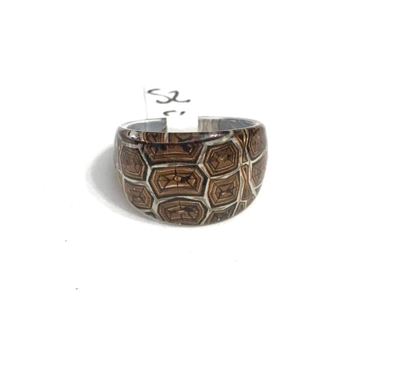 Turtle patterned ring