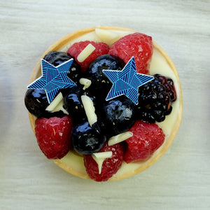 Blue Graphic Star Duo decor on fruit tart