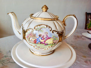 Sadler Round Globe Teapot - Romantic Couple.
