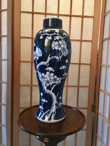 Antique, Blue & White Chinese Vase,Kangxi period (1662-1722)