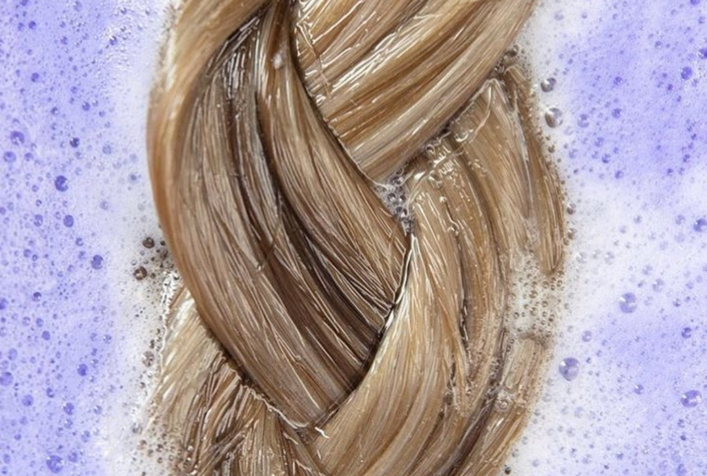 how to tone your hair extensions, using the purple shampoo method to tone your hair extensions
