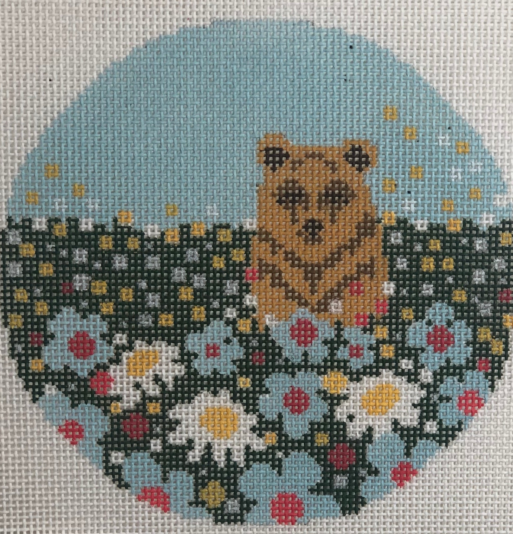 AC055 Bear in flowers