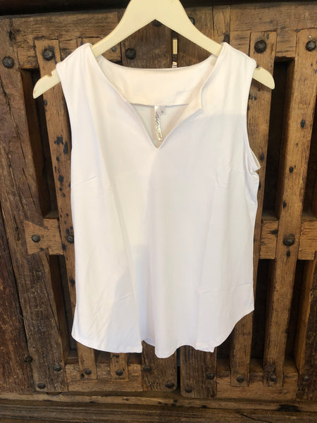 Lulu B  White Sleveless Keyhole Top WHT 0612S