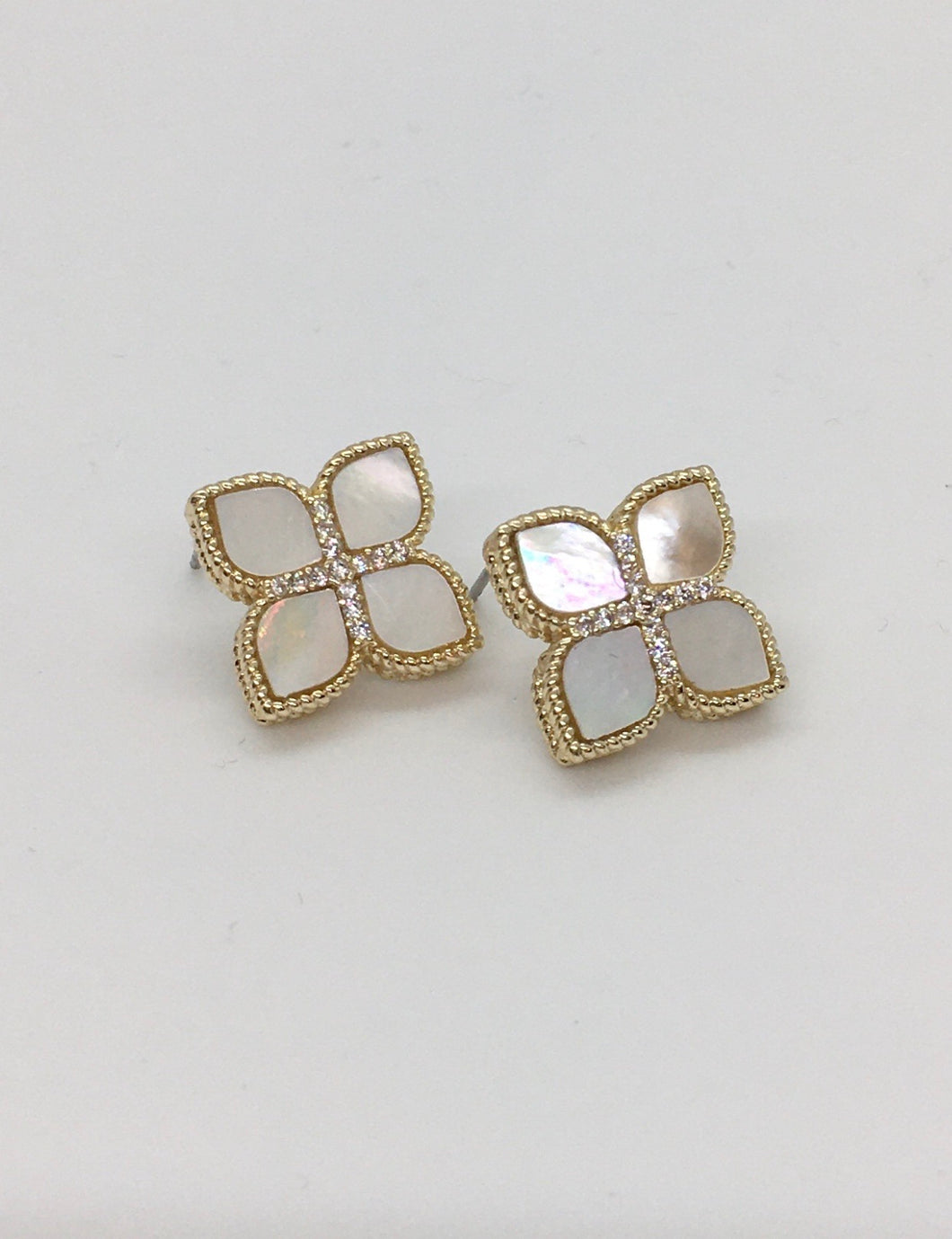 Mother of Pearl floral stud earring