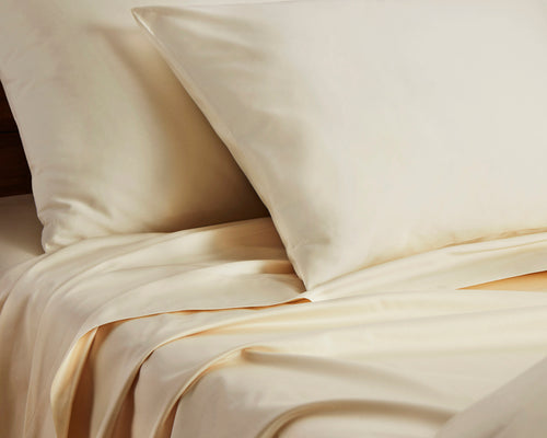 Close Up Of Origanami Organic Cotton Sateen Sheets And Pillowcases, Color Quartz (Ivory)