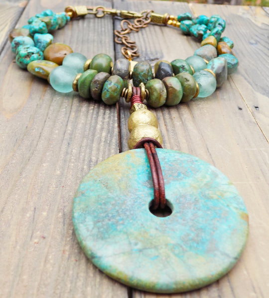 Gorgeous Mixed Turquoise Stones and Disc Pendant Choker Necklace