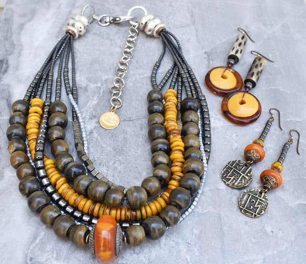 Gorgeous Carabao Gray Horn, Charcoal and Amber Necklace and Earrings