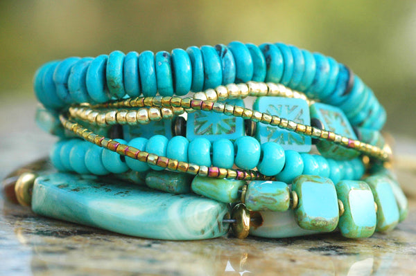 Beautiful Turquoise, Blue Agate, Glass and Gold Charm Bracelet