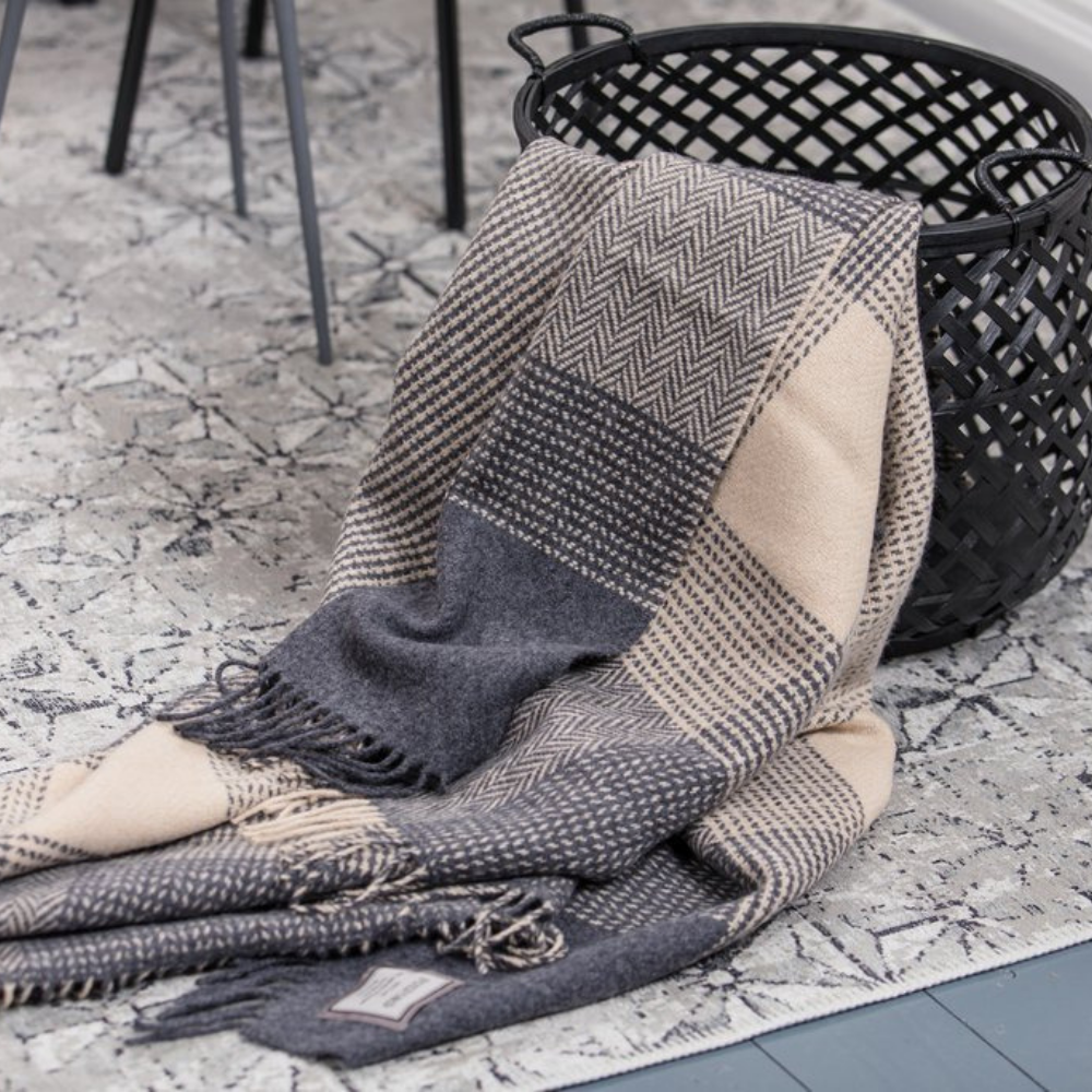 Foxford blanket, Oxford & bone block throw