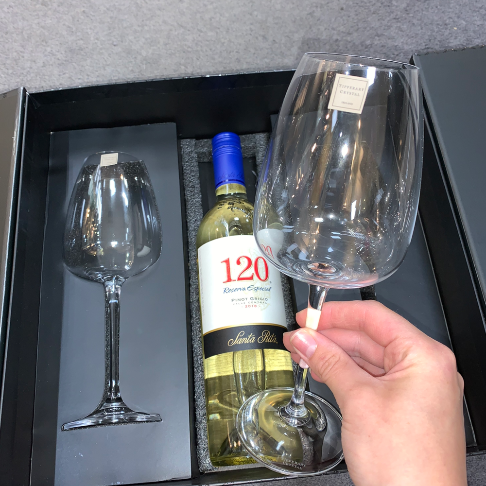 Connoisseur Two White Wine Set with Space for Bottle