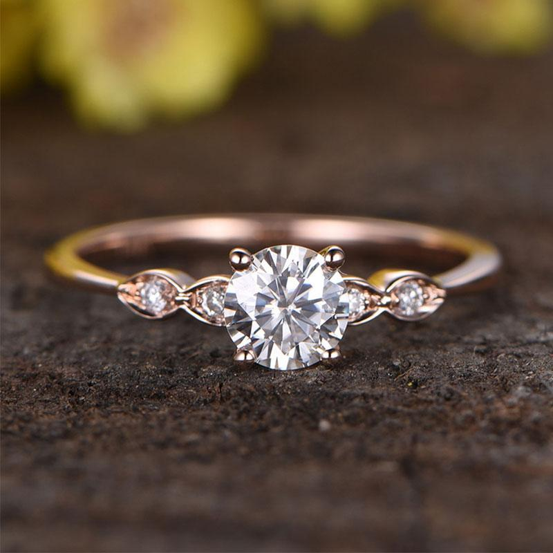 Hellojewelr Rose Gold 1.0 Carat Round Cut Engagement Ring With Five Side Stone