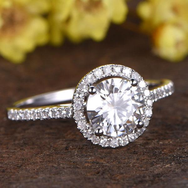 Hellojewelr Sterling Silver 1.5 Carat Halo Round Cut Engagement Ring