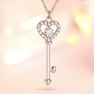 Hellojewelr Sterling Silver Love key Pendant Necklace