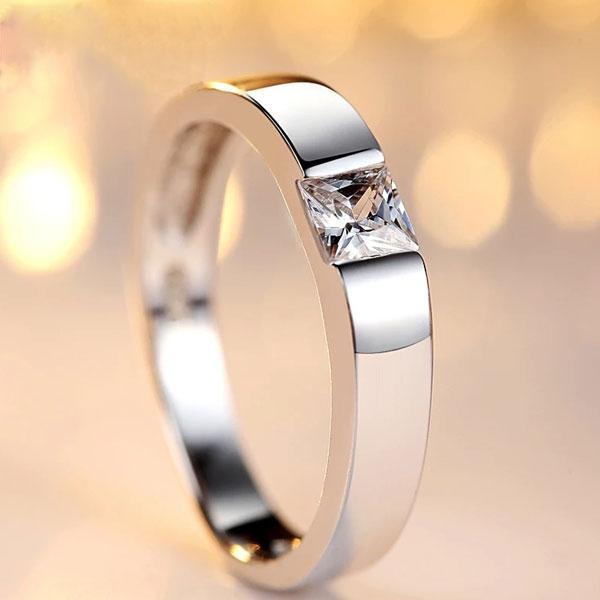 Hellojewelr Sterling Silver Princess Cut Men's Band