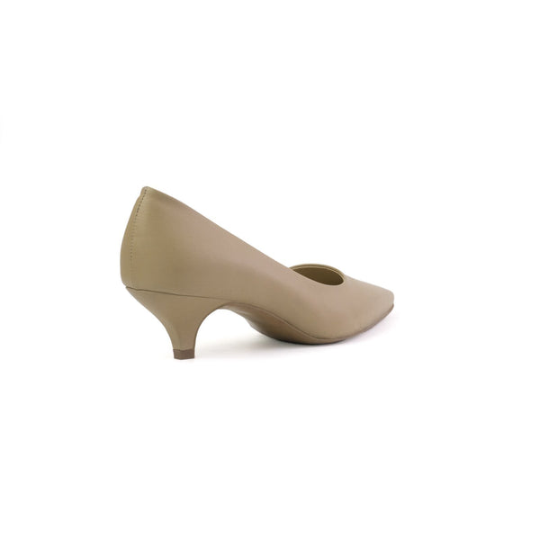 Daphne beige kitten heels made with smooth vegan leather - Daphne kitten heels beige in cuoio vegano liscio - Daphne petit talon beiges en cuir végan lisse