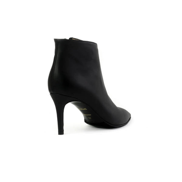 Stellaria black ankle boots with made with smooth vegan leather - Stellaria stivaletti con tacco neri in cuoio vegano liscio - Stellaria bottines à talons noires en cuir végane lisse