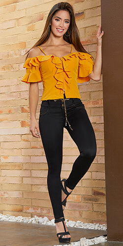 Skinny jeans feature high waist design with decorative chain