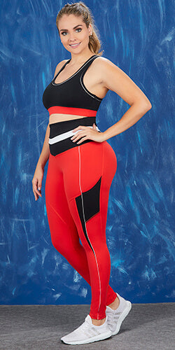 Sporty legging in colorblocj shapes legs and waist