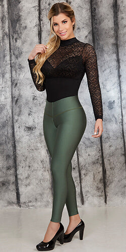 High waisted legging helps you control your abdomen and loose inches