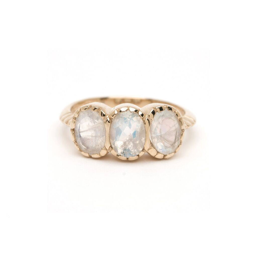 Petite Signature Three-Stone Ring - Moonstone YG