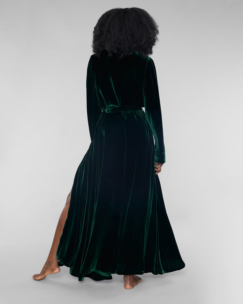 Gilda & Pearl's Garland Silk Velvet Robe has belt loops and a matching exterior belt tie for fit