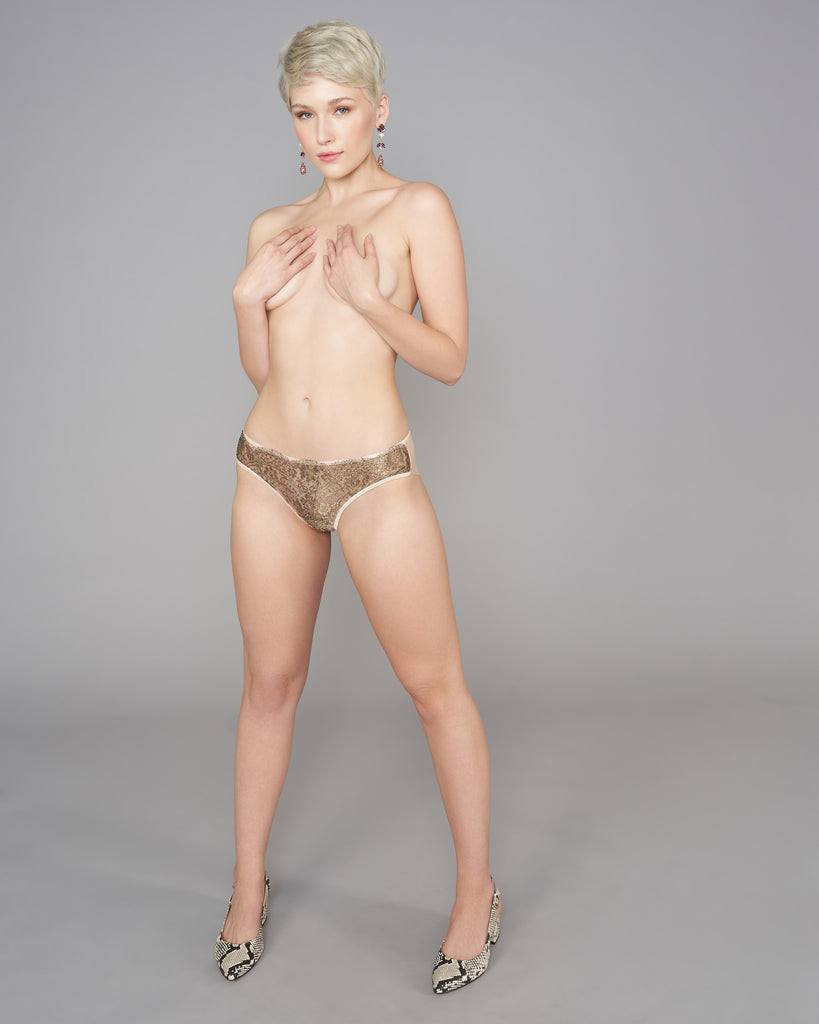 Vannina Vesperini Opera panties are crafted from ivory tulle with shimmering lace at the front
