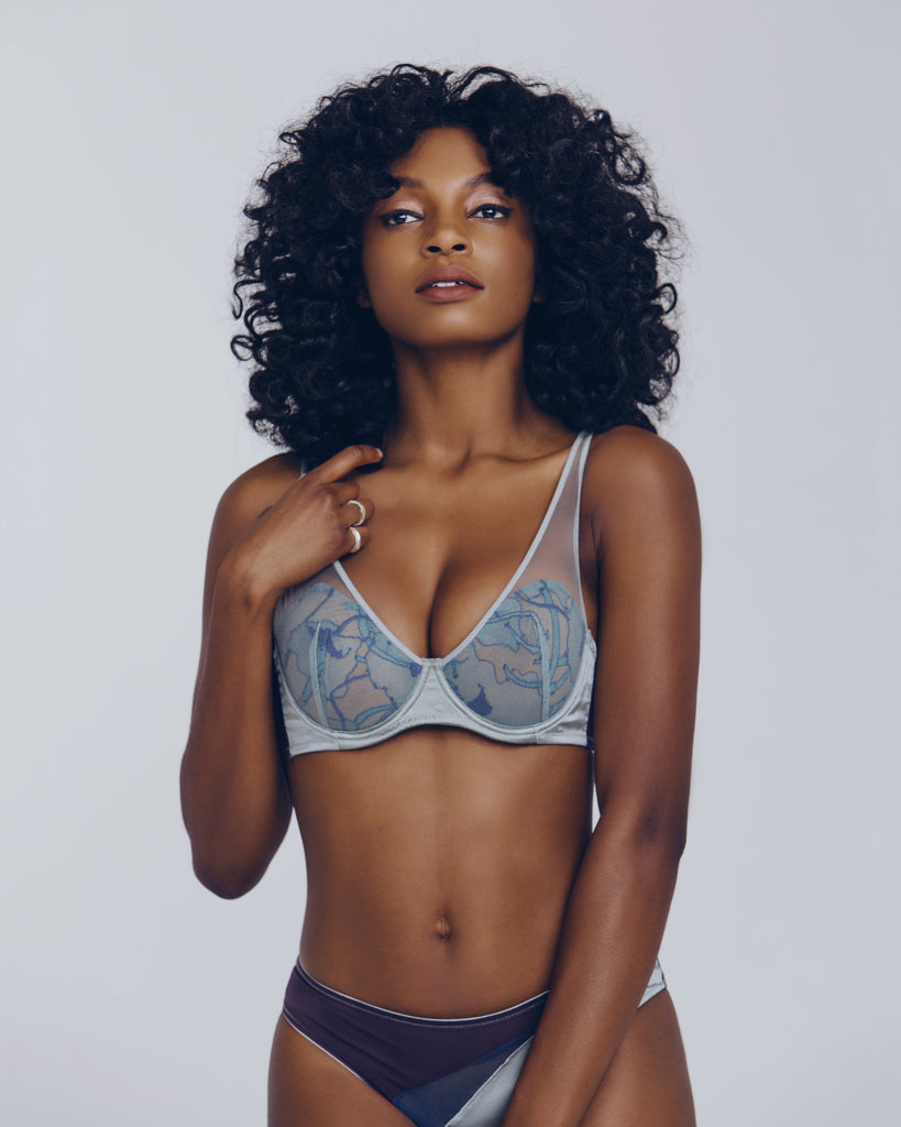 Voiment underwired full-cup bra cups are constructed tulle-lined lace overlaid with blue mesh