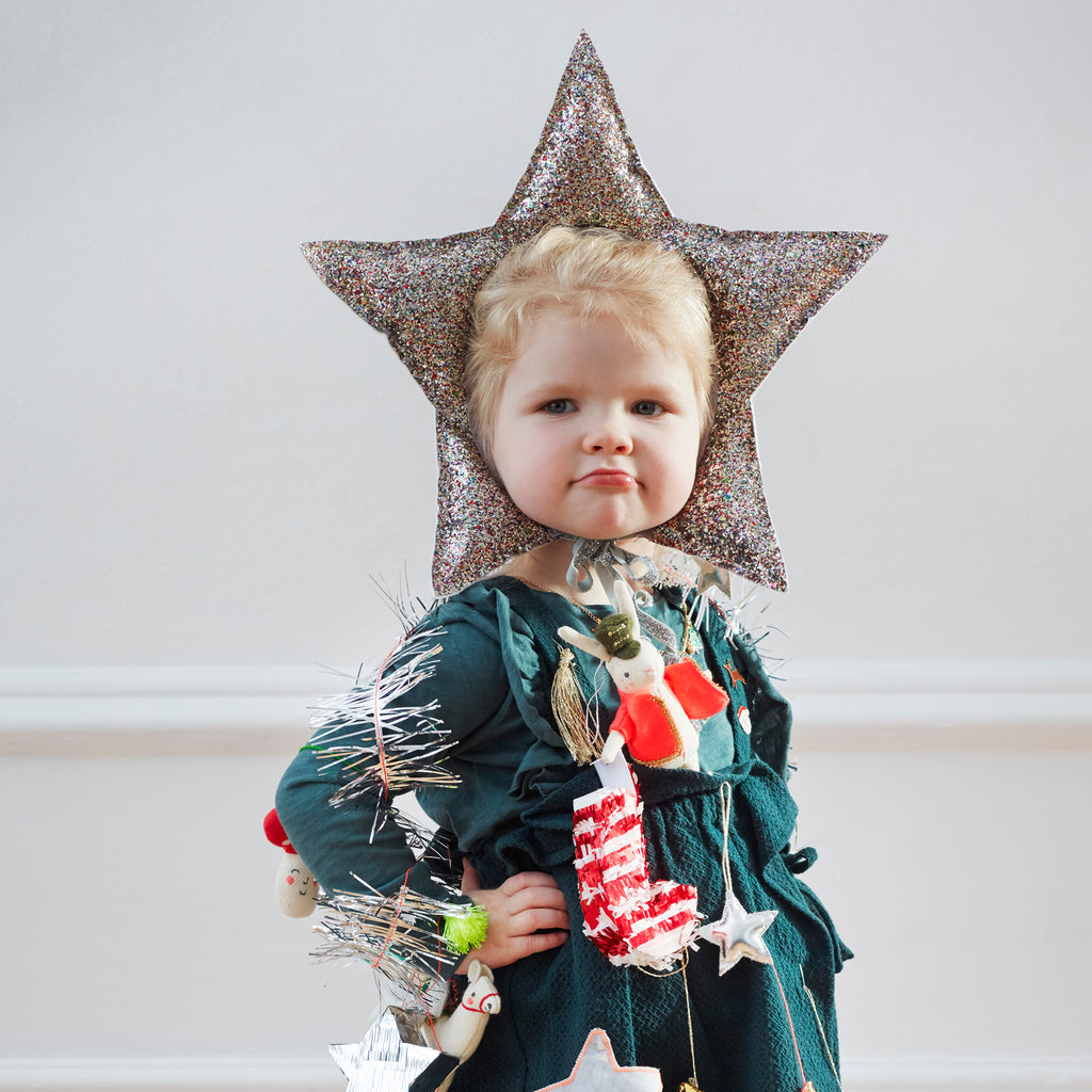 star headdress on child