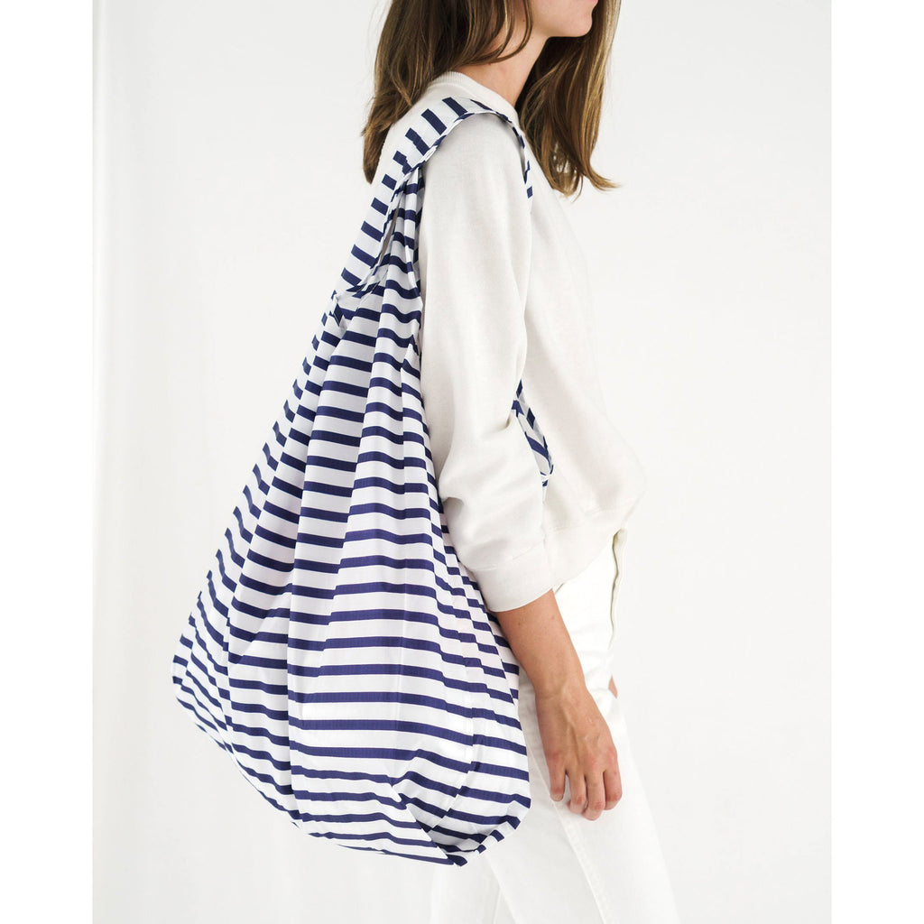 baggu big ripstop nylon reusable shopping bag sailor stripe on shoulder